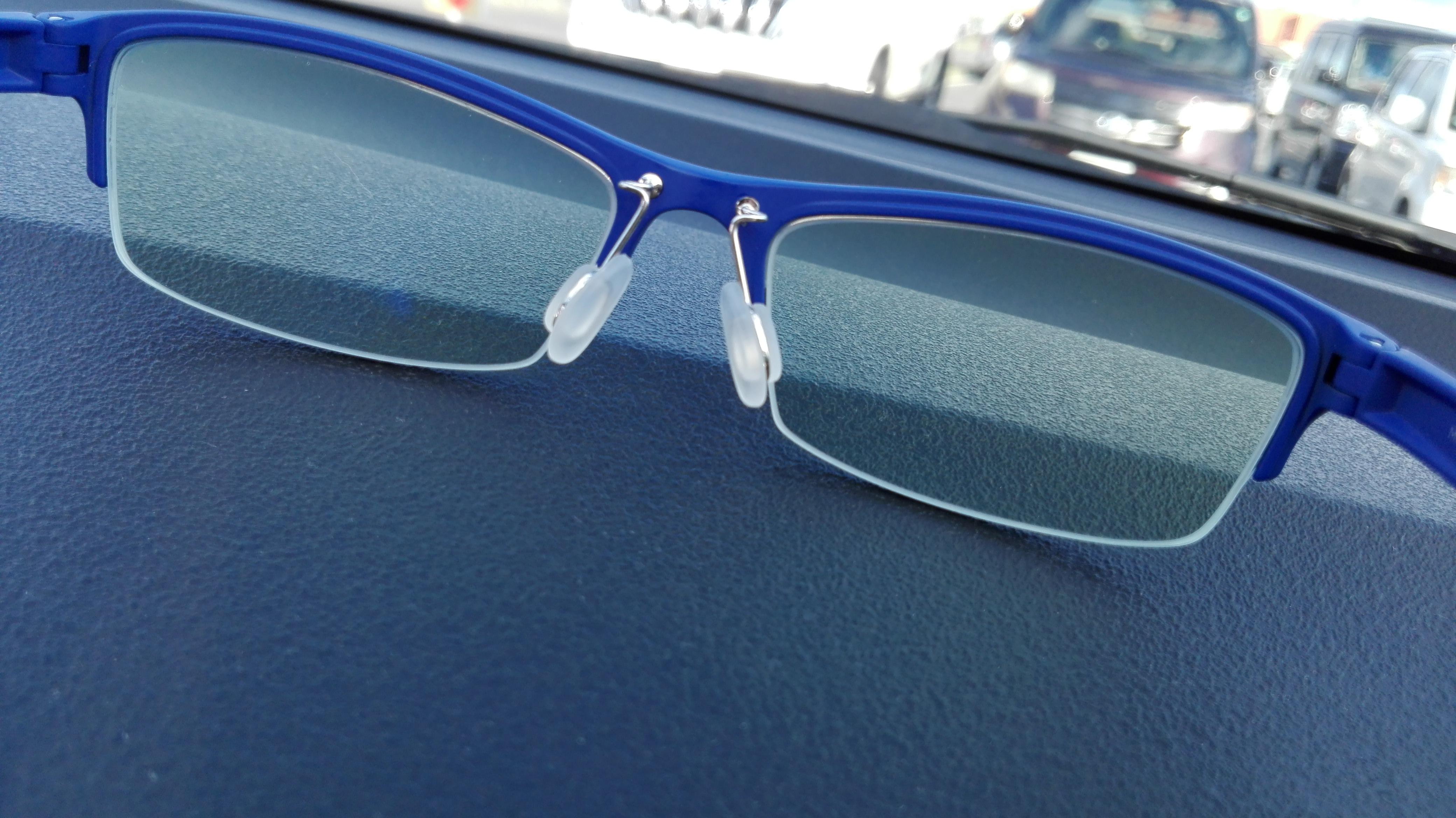 ブルーライトカットのPCメガネはパソコン作業時の強い味方